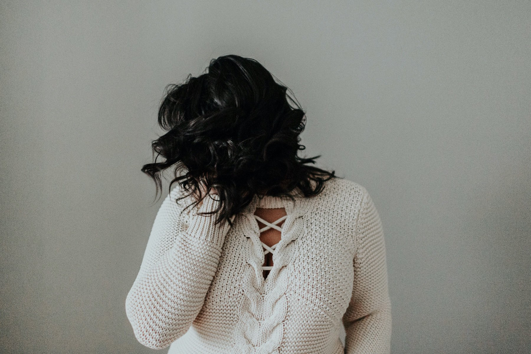 WONDERING WHAT TO SAY TO A FRIEND STRUGGLING WITH DEPRESSION? READ THIS - YELLOW CO.